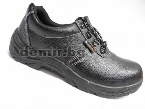 Обувка с метално боме